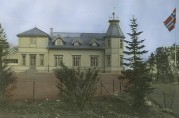 Skolen i parken. Fotoet viser hovedbygningen som var lokaler for Solhaug skole i perioden 1923 – 2003. BBA-0757. Fotograf ukjent. Uten år.