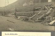 Arbeidet med bassenget foran kapellet, oktober 1917. Fotograf ukjent. Foto fra album i arkivet etter Bergen kommune. Vann- og kloakkvesenet.