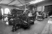 Fire arbeidere ved maskinene, ca.1926. Foto: Knud Knudsen, UBB.
