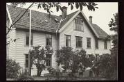 Solheim Aldershjem med omliggende hage fotografert i 1970-årene. Hageanlegget ble utvidet i 1943. Foto: Kistian Dahl. Arkivet etter Morgenavisen.