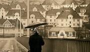 Over broen mot Gyldenpris. Taket av Lossiushuset nede til høyre. Arkiv etter BA
