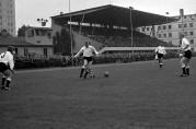 Fotballkamp på Krohnsminde i 1964. Er det Årstad - Odd som spiller? Fotograf ukjent. Arkivet etter Bergens Arbeiderblad