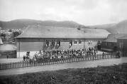 Gyldenpris skole etter utvidelsen i 1921. Foto KK. Billedsamlingen, Universitetsbiblioteket i Bergen.