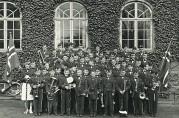 I 1956 åpnet musikkorpsforbundet opp for at jenter skulle kunne bli medlemmer. Ny Krohnborg Skolekorps, 17.05.1956. Arkivet etter Ny Krohnborg Skolekorps, Bergen Byarkiv.