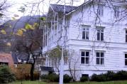Årstad hovedgård, i dag Alrekstad skole. Fotograf Ine Merete Baadsvik, 2011, Bergen Byarkiv.