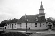 Hospitalkirken slik vi kjenner den i dag avbildet rundt 1900, men historien til kirken går så langt tilbake som til middelalderen. Foto: Olaf Andreas Svanøe. Fra arkivet etter St. Jørgen hospital