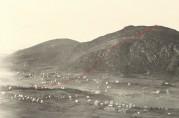 På et foto fra ca. 1912 har vi markert omtrentlig grensen og grensemerkene fra Løvstakken varde til Minde stasjon. Utnistt av foto fra arkivet etter Solhaug skole, A-. Fotograf ukjent.