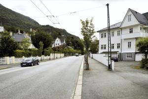 Årstadveien fikk navn etter tidligere Årstad kommune, som ble innlemmet i Bergen kommune i 1915.<br />Fotograf: Knut Skeie Aksdal, Bergen Byarkiv.