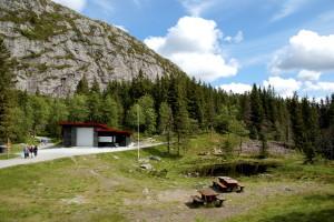 Den nye Brushytten sto ferdig 18. mai 2008. Den er tegnet av arkitekt Mette Rakner. Fotograf: Katarina Lunde, Seksjon informasjon, Bergen kommune.