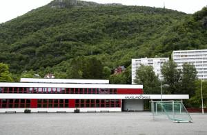 Haukeland skole, Stemmeveien 1. Arkitekt, Bergen kommunes byggeseksjon. Fotograf: Katarina Lunde. Seksjon informasjo, Bergen kommune.