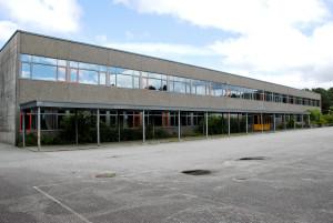 Blokkhaugen skole ble tatt i bruk i 1976. Arkitekt, Sigmund Myking.<br />Fotograf: Ragnhild Øverland Arnesen.<br />Seksjon informasjon, Bergen kommune.