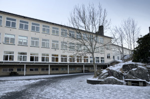 Holen skole,ungdomsskoledelen, tidligere Håstein ungdomskole. Fotograf: Ola Henning Målsnes. Seksjon informasjon, Bergen kommune.