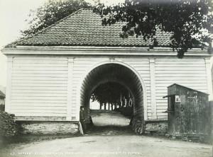 Margrethe Wessel anla Nygårdsalleen i 1730-årene. Alleen ble senere videreutviklet av Johan Fredrik Fosswinckel, som bygde Nygårdsporten. Fotograf: Knud Knudsen. Arkivet etter Formannskapet, Bergen Byarkiv.