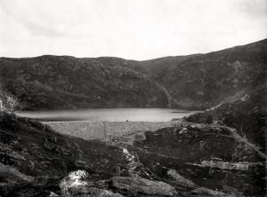 Det oppdemmede Tarlebøvannet inngår i den kommunale vannforsyningen. Arkivet etter Vann og Kloakkvesenet, Bergen Byarkiv.