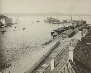 Festningskaien tidlig 1920-tallet. Fotograf: Ralph L. Wilson<br />Arkivet etter Vann- og kloakkvesenet, Bergen Byarkiv.