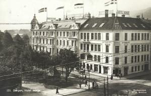 Det gamle Hotel Norge før brannen i 1916. Fotograf: Ukjent<br />Arkivet etter Reguleringsvesenet, Bergen Byarkiv.