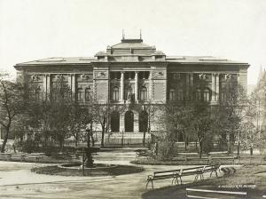 Vestlandske Kunstindustrimuseum, Permanenten, ble tegnet av arkitekt Henry Bertram Bucher. Fotograf: Knud Knudsen. Arkivet etter Formannskapet, Bergen Byarkiv.