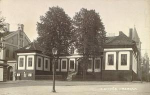 Hagerupgården fotografert rundt 1900. Fotograf: O Svanøe. Arkivet etter Reguleringsvesenet, Bergen Byarkiv.