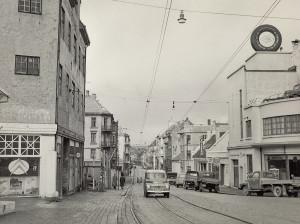 Søndre del av Nygårdsgaten rundt 1960. Fotograf: Ukjent. Arkivet etter Reguleringsvesenet, Bergen Byarkiv.