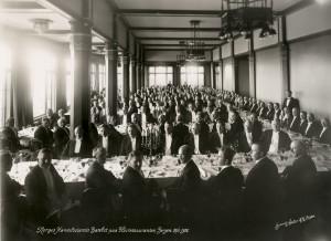 Norges Handelsstands banket på Fløirestauranten 20. juni 1928, i regi av Bergens Handelsforening.<br /> Fotograf: K.K. Bergen. Arkivet etter Bergens Handelsforening, Lokalhistorisk Arkiv i Bergen.