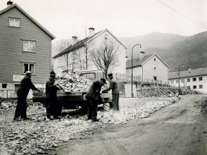 Øverst i Wiers-Jenssensvei, før den løper ut i Natlandsveien. Udatert foto. Fotograf: Ukjent.<br />Arkivet etter Reguleringsvesenet, Bergen Byarkiv.