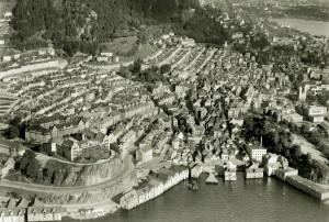 Flyfoto av Skuteviken og Rothaugen fra 1950 tallet. Fotograf: Ukjent. Arkivet etter Reguleringsvesenet, Bergen Byarkiv.