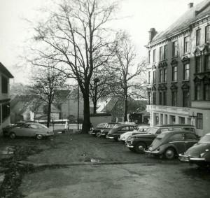 Koren Wibergs plass på 1960-tallet. br />Fotograf: Ukjent.<br />Arkivet etter Reguleringsvesenet, Bergen Byarkiv.