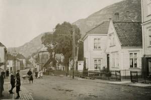 Sandviksveien i 1914. Fotograf: Ukjent Arkivet etter: Stadsingeniøren, Bergen Byarkiv.