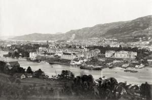 Møhlenpris, oppkalt etter Jørgen Thor Møhlen som anla industri der på 1600-tallet. Foto fra 1920-tallet. Fotograf: Ukjent. Arkivet etter Stadsingeniøren, Bergen Byarkiv.