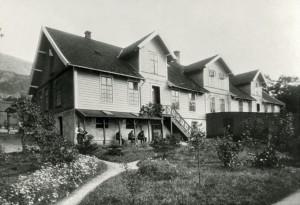 Dr. Martens' sykehus i Møllendalsveien 69, gikk under navnet Møllendal Asyl. Fotograf: Ukjent. Arkivet etter Møllendal Sykehus, Bergen Byarkiv.
