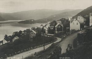 Parti fra Ytre Arna. Postkort fra tidlig 1900-tall. Fotograf: E. Hjelle. Arkivet etter Arne Fabrikker, Bergen Byarkiv.