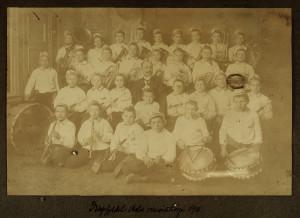 Dragefjellets Musikkorps i 1911. Fotograf: Ukjent. Arkivet etter Dragefjellet musikkorps, Bergen Byarkiv.