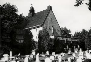 Solheim kapell ble oppført i 1920. Arkitekt, Sigurd Lunde. Fotograf: Øyvind H. Berger. Fotoregistrering av Bergen, Bergen Byarkiv.
