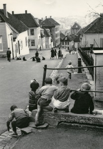 Arbeidergaten fotografert rundt 1970.<br />Fotograf: Øyvind H. Berger. Fotoregistrering av Bergen, Bergen Byarkiv.