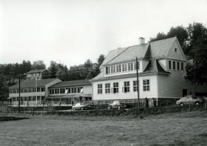Nybø skole, Nybøstien 112, fotografert rundt 1980. Fotograf: Øyvind H. Berger.