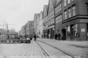 Bryggen/Tyskebryggen i 1899.<br />Fotograf: Olaf Andreas Svanøe.<br />Arkivet etter Havneingeniøren,<br />Bergen Byarkiv.