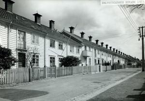 Selvbyggerhus på Nymark. Reist i perioden 1923-1927, etter arkitekt Leif Grungs tegninger. Fotograf: Ukjent. Arkivet etter Park- og idrettsvesenet, Bergen Byarkiv.