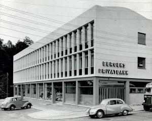 Bergens Privatbanks filial på Nesttun. Udatert foto. Fotograf: Ukjent<br />Arkivet etter Park- og idrettsvesenet, Bergen Byarkiv.