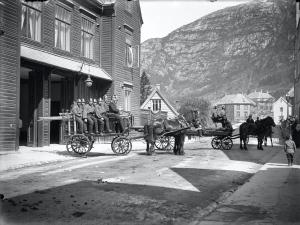 Sandviken brannstasjon rundt 1910. Fotograf: Ukjent. Arkivet etter Brannvesenet (1863-1971), Bergen Byarkiv.