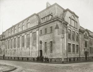 Bergens Turnforenings hall i Sigurds gate 6. ble tegnet av arkitekt Egil Reimers. Turnforeningen brukte hallen fra 1910 til 1989. Fotograf: Ukjent.