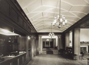 Vestibylen ved Grand Hotel Terminus fotografert rundt 1930. Arkivet etter arkitektene Arnesen og Darre Kaarbø, Bergen Byarkiv.