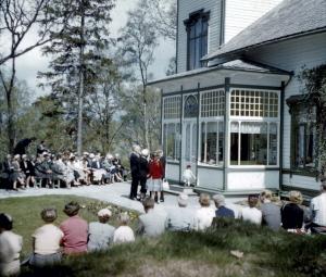 Arrangement på Troldhaugen en gang på 1950-tallet. Fotograf: Waldemar Jørgensen. Fotosamlingen etter rektor Waldemar Jørgensen, Bergen Byarkiv.