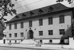 Statsarkivet på Årstadvollen ble oppført i 1920-21. Arkitekt Egill Reimers.  Fotograf: Ukjent. Arkivet etter Kommunalavdeling fritid, kultur og kirke, Bergen Byarkiv.