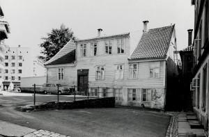 Barnas kulturhus, Kalmargaten 6.<br />Tidligere Kalmargjerdet skole (bygd 1892).<br />Fotograf: Ukjent. Arkivet etter Kommunalavdeling fritid, kultur og kirke, Bergen Byarkiv.