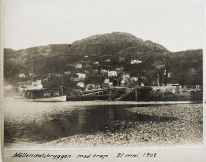 Møllendalsbryggen fotografert 21 mai 1908. Møllendalsbryggen og Årstadkaien var de eneste kaiene i Solheimsviken. Fotograf: Ukjent. Arkivet etter Havnekontoret/havnefogden, Bergen Byarkiv.