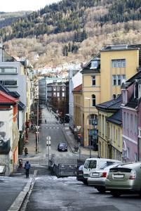 Olav Kyrres gate. Det Akademiske Kvarter, Olav Kyrres gate 49 til venstre.<br />Fotograf: Ingfrid Bækken, Bergen Byarkiv.