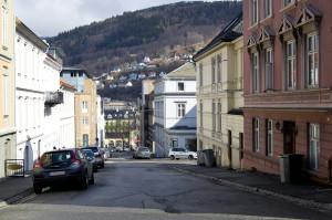 Herman Foss' gate er oppkalt etter oberstløytnant Herman Foss (1790–1853). Fotograf: Ingfrid Bækken, Bergen Byarkiv, 2013.