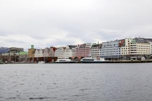 Strandkaien sett fra nordøstsiden av Vågen Fotograf: Ingfrid Bækken, Bergen Byarkiv, 2013.