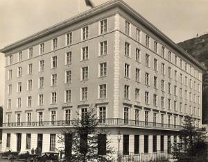 Grand Hotel Terminus åpnet i 1928, reist på eiendommen til Anna Jebsens Minde etter at barnehjemmet flyttet i 1924. Fotograf: Ukjent. Arkivet etter snekkermestrene Christoffer og Alf Knag, Bergen Byarkiv.