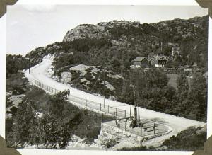 Helleveien 21 juni 1930.<br />Fotograf: Ukjent.<br />Arkivet etter vann og kloakkvesenet, Bergen Byarkiv.